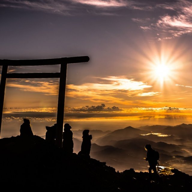 Two Days and One Night in a Mountain Hut: See the Sunrise from the Summit of Mt. Fuji